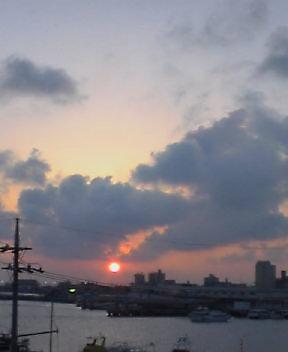♪港にぃ〜 沈ぅむぅ〜…