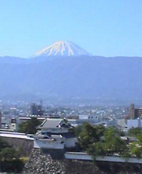 ♪富士はニッポン一の山ぁ〜